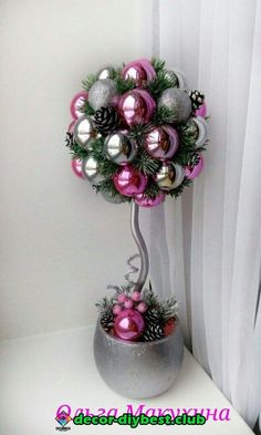Topiary Learn how to make a beautiful Christmas topiary with spheres ~ lodijoella - Christmas Topiary, Noel Christmas, Christmas Centerpieces, Christmas Balls, Xmas Decorations, Christmas Wreaths, Christmas Ornaments, Ball Ornaments, Ornaments Ideas