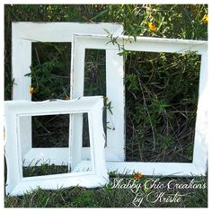 Not the link.just the picture to remind me to request old frames to be spray painted. Burlap Bulletin Boards, Art In The Park, Display Family Photos, Distressed Frames, Kids Artwork, Old Frames, Wood Picture Frames, Wall Decorations, Pure White