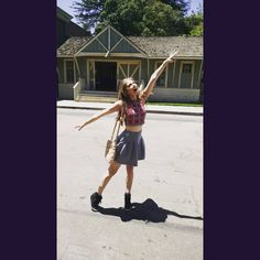 "8,005 Me gusta, 118 comentarios - Christine Riccio (@xtinemay) en Instagram: ""Miss Patty's Dance Studio =P #gilmoregirls"""