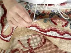 Tapeçaria - Arraiolos - Beth Alvarado - parte 1/3 Hungarian Embroidery, Hardanger Embroidery, Cross Stitch Embroidery, Embroidery Patterns Free, Cross Stitch Patterns, Pom Pom Rug, Cross Stitch Pillow, Needlepoint Pillows, Bargello
