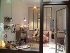 La petite Façon Paris. Shop window. Vitrine.