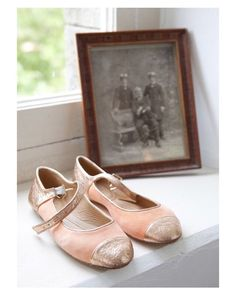 Viernes noche: zapatos cómodos y a bailar!  #shoelover #shoetrends #shoes #heels #leather #velvet #terciopelo #nude #buenasnoches #goodnight #fridaynight #wedding #weddingday #boda #bride #bridetobe #onedaybridal #novia #guest #weddingshoes #style #inlove #amazing #fabulous #beautiful #weddinginspiration #inspiration #love #picoftheday #siempremia