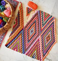 After watching the beautiful blanket of grow I couldn't resist starting my own and I can't tell you how happy I… Crochet Motifs, Crochet Stitches Patterns, Crochet Afghans, Crochet Squares, Baby Knitting Patterns, Blanket Crochet, Cute Crochet, Crochet Crafts, Crochet Projects