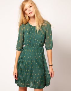 Pleated dress with bloused top. boho libriarian?