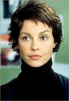 Twisted Beautiful People, Beautiful Women, Ashley Judd, Famous Women, Hollywood Actresses, American Actress, Pretty Woman, New Hair, Short Hair Styles