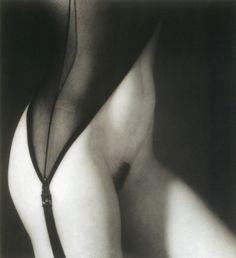 runawayerotica:una-lady-italiana: by Günter Blum - Torso (1995)