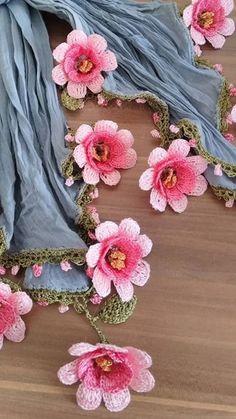 Best 12 Bufandas y crochet – SkillOfKing. Crochet Borders, Crochet Chart, Love Crochet, Irish Crochet, Crochet Motif, Crochet Lace, Crochet Flower Tutorial, Crochet Flower Patterns, Baby Knitting Patterns