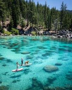 Lake Tahoe SUP! Lake Tahoe in the summer is the ultimate adventure travel destination! This Lake Tahoe itinerary includes all the best things to do at the lake including, hiking, mountain biking, water sports, and all the best photography ops! Lago Tahoe, Fun Places To Go, Beautiful Places To Travel, Romantic Travel, Beautiful Places In California, Destination Voyage, Photos Voyages, California Travel, Lakes In California