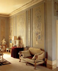 Syrie Maugham decorated Lady Diana Cooper's London residence.......wow if these walls could talk !