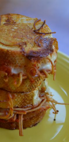 Spaghetti Grilled Cheese. Why is this a thing??? A yummy delicious looking thing?!?!?!?!