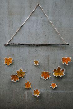 Blätter Mobile für den Herbst | DIY Herbst Dekoration | DIY sewing autumn leaves dekoration tutorial Leaf Art, Cool Designs, Arts And Crafts, Leaves, Wreaths, Seasons, Fall, Nature, Tutorials