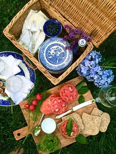 Intrinsic Beauty : Picnic for Three