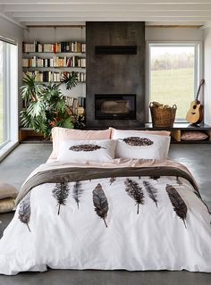 A European design by Vandyck exclusively at Simons Maison The family company… Duvet Sets, Duvet Cover Sets, Black Bed Sheets, Teen Bedroom Designs, White Duvet Covers, Bed Styling, Luxury Bedding, Bedroom Decor, Bedroom Ideas