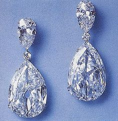 The Indore Pears-These two diamonds are linked to the Malabar Hill Murder. They were consecutively and carats and set into the earrings seen here. Harry Winston later had them rec-cut and mounted into a necklace. Royal Jewelry, Diamond Jewelry, Diamond Earrings, Fine Jewelry, Stud Earrings, Jewellery, Chandelier Earrings, Pear Diamond, Pear Shaped Diamond
