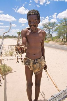 A Bushman shows us his wares on the way to Kgalagadi Twee Riverien Gate Himba People, Indigenous Tribes, Hunter Gatherer, Asian Eyes, African Tribes, Out Of Africa, People Of The World, Anthropology, World Cultures