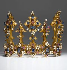 The oldest surviving crown of an English queen, 1370-80. Gold, enamel, sapphires, rubies, emeralds, diamonds, pearls. Recorded in England in a list of jewels and plate drawn up in 1399. Probably belonged to King Edward III or Anne of Bohemia, the wife of King Richard II, who was deposed that year by Henry IV. Henry's daughter, Princess Blanche, married the Palatine Elector Ludwig III in 1402 and the crown passed to the Palatine Treasury in Heidelberg as part of her dowry.