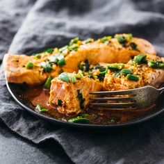 Instant Pot Salmon With Chili-Lime Sauce yummy Make this instantaneous Pot salmon dish — the salmon cooks flawlessly in just 5 minutes in a strain cooker, with minimum cleanup. Instant Pot Pressure Cooker, Pressure Cooker Recipes, Healthy Crockpot Recipes, Cooking Recipes, Cooking Toys, Yummy Recipes, Keto Recipes, Recipies, Salmon Dishes