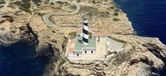 Faro de Cala Figuera | Far de Cala Figuera| Cala Figuera lighthouse Statue Of Liberty, Google, Travel, Calla Lilies, Light House, Vacation, Naturaleza, Majorca, Liberty Statue