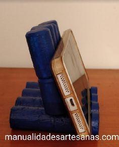 Soporte para móvil de mesa hecho con corchos de vino