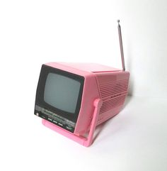 I could see it in a retro travel trailer. Vintage Portable TV and AM / FM Radio - Working Quasar Pink Television Vintage Rv, Vintage Industrial, Vintage Pink, Portable Tv, Tv On The Radio, Tv Radio, Record Players, Time Clock, Ac Power