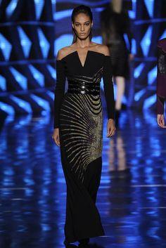 Paisley takes on a futuristic twist on the Etro Woman Autumn Winter 13-14 catwalk