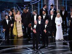 Al parecer el error se debió a una confusión entre los sobres de los ganadores. (Foto: AP) - excelsior.com.mx
