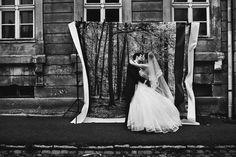 Hochzeitsfotograf Berlin   Paul liebt Paula Emotionale und künstlerische Hochzeitsreportagen      Galerie     Reportagen     Über uns     Stimmen     Neues     Kontakt  Hochzeitsfotograf Berlin   Paul liebt Paula  Hochzeitsfotograf aus Berlin. Vergessen werdet Ihr ihn natürlich niemals, aber wenn es ein Tag im Leben verdient, fotografisch festgehalten zu werden, dann ganz sicher der Eurer Hochzeit. Damit Ihr den Zauber dieses Festes immer wieder neu erleben könnt, fangen wir die großen…
