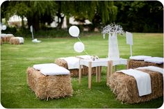 Cool garden party ideas Coole Gartenparty Ideen DIY garden seats made from hay bales as furnishings for garden parties with white cushions and wooden coffee tables - Garden Party Decorations, Garden Parties, Garden Party Wedding, Outdoor Parties, Diy Wedding Decorations, Wedding Backyard, Wedding Ideas, Outdoor Weddings, Table Decorations