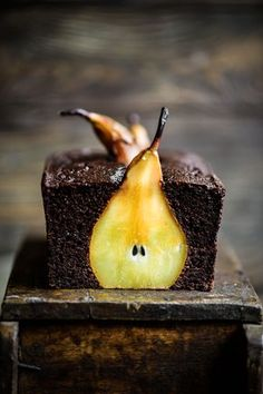 Pear and Chocolate Loaf Cake. Moist delicious AND healthy. Made with almond and cassava flour it also has a rich flavour from blackstrap molasses. Köstliche Desserts, Dessert Recipes, Chocolate, Blueberries, Thanksgiving Recipes, Baking Recipes, Pear Recipes, Cookies Et Biscuits, Cupcake Cakes