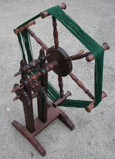 Skeiners and Swifts Spinning Wool, Hand Spinning, Spinning Wheels, Yarn Winder, Hobbies For Women, Loom Weaving, Old Wood, Renewable Energy, Solar Energy