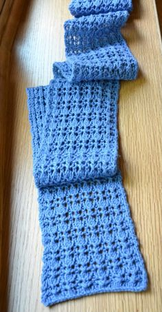 Reversible Rib and Lace Scarf Free Pattern! Knit Or Crochet, Crochet Scarves, Lace Knitting, Crochet Shawl, Knitting Stitches, Crochet Crafts, Knitting Patterns, Knitting Scarves, Scarf Patterns
