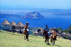 Discover where it is best to go horseback riding in Tagaytay and the prices for it. Go and try horseback riding adventure in Tagaytay! Taal Volcano, Baguio City, Tagaytay, Horse Breeds, Horseback Riding, 5 Star Hotels, Philippines, Scenery, Tours