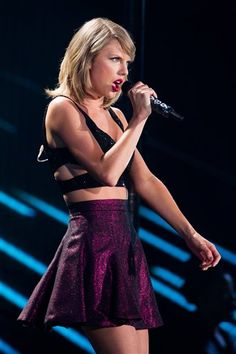 Taylor Swift | 1989 World Tour | East Rutherford, New Jersey | July 11, 2015.