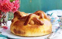 O folar de Páscoa é uma receita bem tradicional nesta época festiva em Portugal. Aprenda como fazer aqui! #páscoa #receitas #folar #easter
