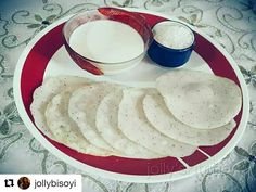 Chitau Pitha #odisha #food #foodie #foodiechats #bhubaneswarbuzz pic courtesy  @jollybisoyi  #chittaupitha Chittaupitha is a traditional pitha mostly prepared in each and every house of Odisha. It is made out of rice and coconut.  Shok the rice for six to eight hours add grated coconut then make a watery paste. In a twa make it one by one just like dosa... You can serve it with milk and sugar/jagerry potato curry or any type of curry as you wish.....but tomato khata is best for me . Tag…