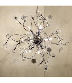 BRILLIANT NASH 10W PE 12 De slipte glassperlene tryller frem vakre lysreflekser som gir lampen en helt spesiell utstråling. Lampene i serien Nash er belysning og dekorasjonsobjekt i ett. Også om dagen kan sollyset skape vakre reflekser i lampen. I serien finner du både bordlamper, vegglamper, gulvlamper og taklamper i forskjellige fargevariantene krom og gull. Chandelier, Ceiling Lights, Lighting, Gull, Design, Home Decor, Candelabra, Decoration Home, Room Decor