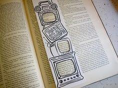 """Bookmarks  """"Enciende el libro"""" dentro de una tele ;)"""