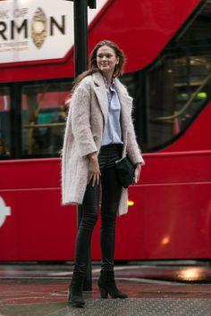 #IrinaKulikova rocking skinnies & fluff. #offduty in London.