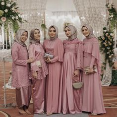 Pinky dress inspiration from and her beautiful friends Hijab Gown, Hijab Dress Party, Hijab Style Dress, Muslim Wedding Dresses, Bridal Dresses, Bridesmaid Dresses, Wedding Abaya, Bridesmaids, Dress Brukat