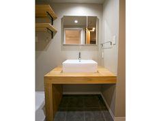 H&Iさんの洗面室の洗面台『構造用集成材でつくられた洗面台』(7729-1)