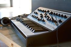 Moog Sub Phatty    I NEED THIS