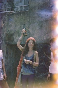 A rehab de Janis Joplin: Queimadura de sol, topless na praia da macumba e Fogo…