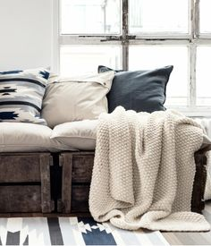 The ideal #white couch to #relax and feel cozy this #winter.