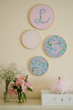 festa bailarina Felt Crafts, Diy And Crafts, Wedding Decorations, Christmas Decorations, Ballerina Party, Quilting Room, Festa Party, Pink Room, Vintage Floral