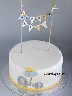 Marsispossu: pennant flags Dinasour Birthday Cake, Baby Birthday Cakes, Cake Decorating Frosting, Baby Shower Yellow, Pennant Flags, Cakes For Boys, Fondant Cakes, Baby Shower Cakes, Christening