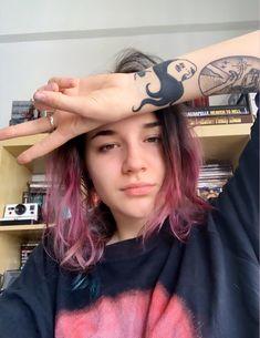 Mini Tattoos, Future Tattoos, Pretty People, Girl Crushes, Pretty Woman, Boy Or Girl, Dreadlocks, Singer, Celebs