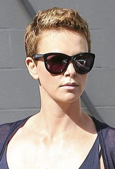 Do ! La coupe � la gar�onne de Charlize Theron !
