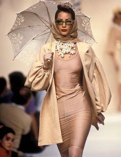 90s Fashion, Runway Fashion, Retro Fashion, Fashion Models, High Fashion, Fashion Show, Vintage Fashion, Fashion Outfits, Fashion Design