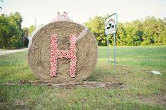 Southern wedding - hay bale decor