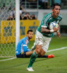 Lucas Barrios marca contra o Cruzeiro